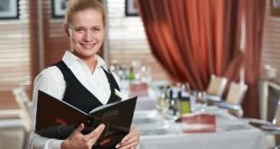 девушка администратор в ресторане